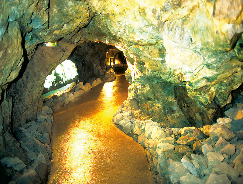 Sightseeing - All sights and attractions - Gemstone mines in